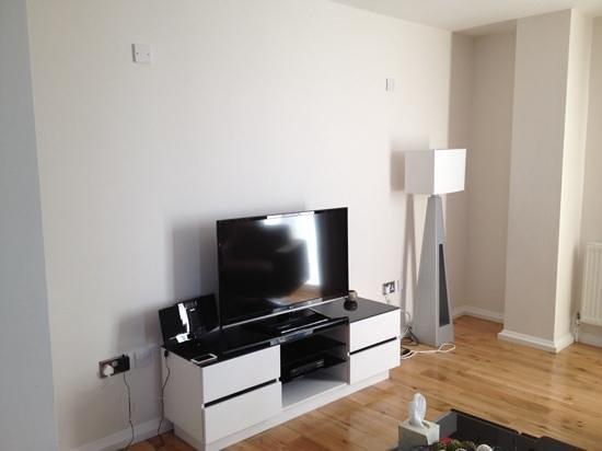 Chelsea Bridge Apartments : tv area