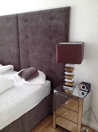 Chelsea Bridge Apartments : bedroom