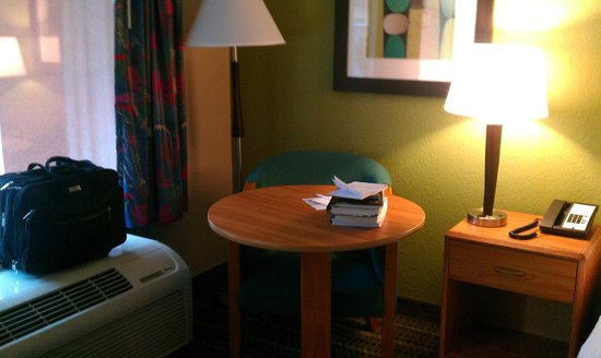 Hampton Inn Brooksville / Dade City: Desk/ seating