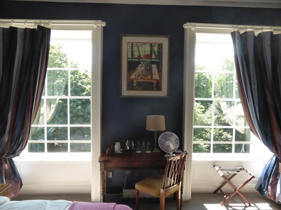 Cliff TownHouse : A Lovely Room