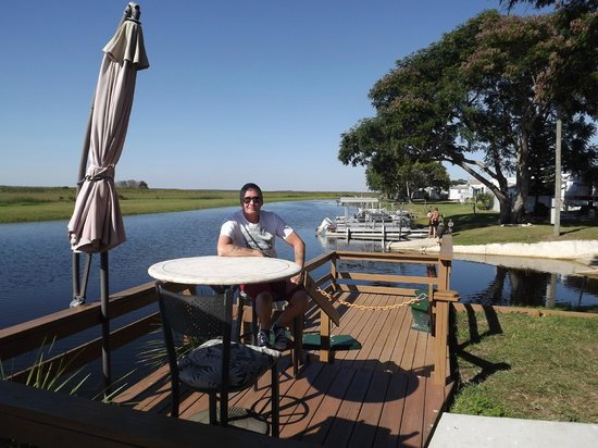 Wild Willy's Airboat Tours: Relaxing before the airboat ride
