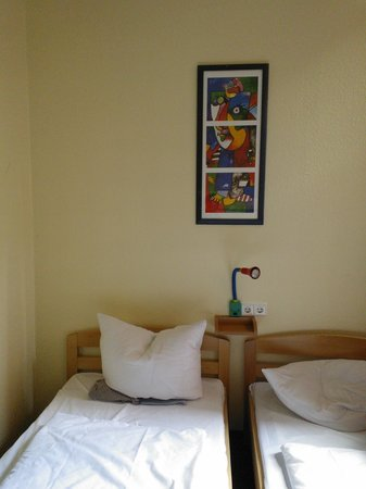 Acama Kreuzberg Hotel+Hostel: hermoso cuadro en nuetra cabecera