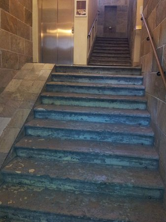 Nevsky Hotel Grand: Stairs before the reception desk