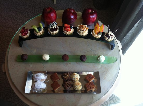 Mövenpick Hotel Beirut: Testy and nice dessert in the room