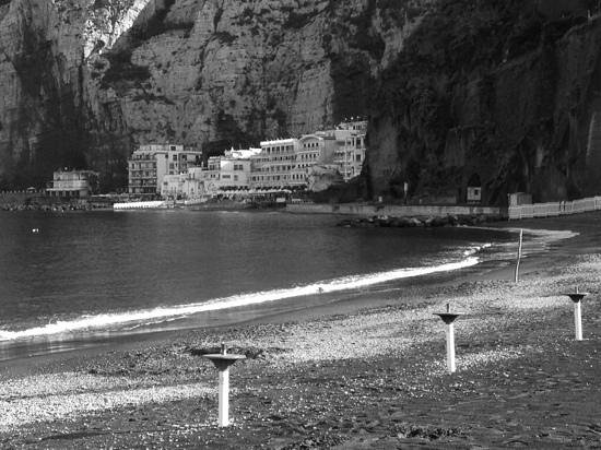 Meta, Italien: hotel from further along the beach