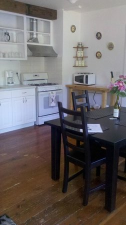 Hartman Inn: Carriage House:  Cook gourmet delights in your own kitchen