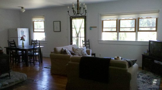 Hartman Inn: Carriage House:  Main living area