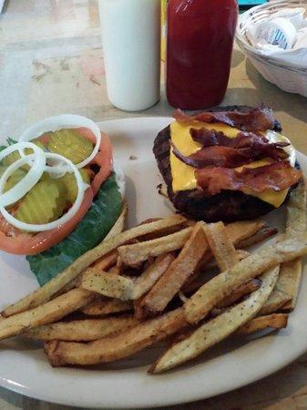 Chuck's Diner: Chucks burger. Yum