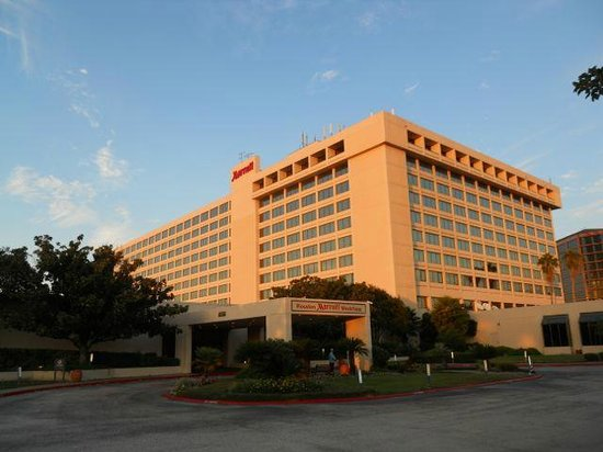Houston Marriott Westchase : The glorious Marriott in the sunset