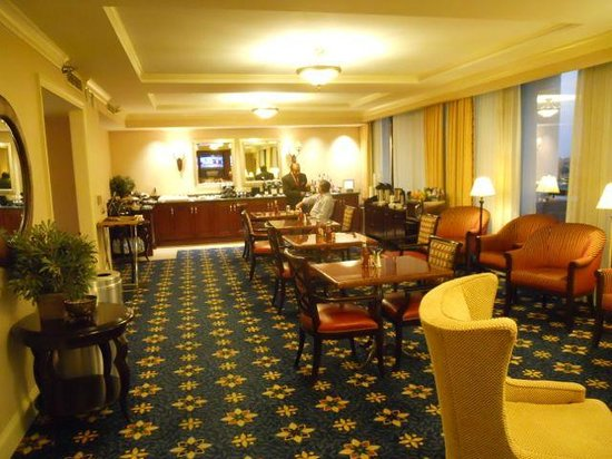 Houston Marriott Westchase : Club lounge on the tenth floor