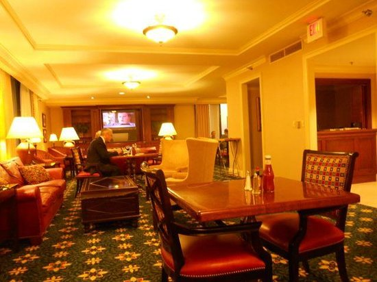 Houston Marriott Westchase : The club lounge