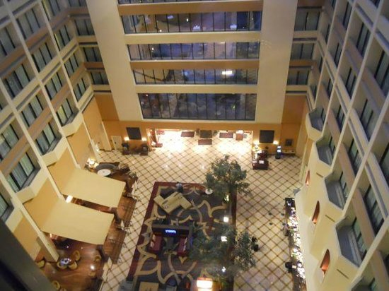 Houston Marriott Westchase : Lobby seen from the elevator