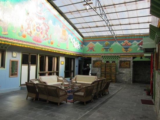 Yeti Mountain Home Thame: Indoor atrium