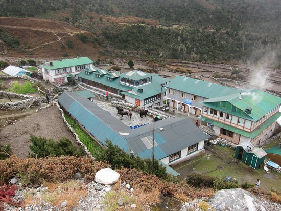 Everest Summit Lodge Pangboche: Top middle building is Everest Summit Lodge
