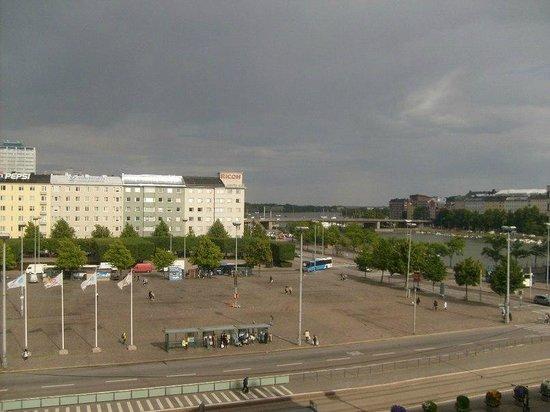 Cumulus Hakaniemi: Вид их окна номера на площадь Хаканиеми.