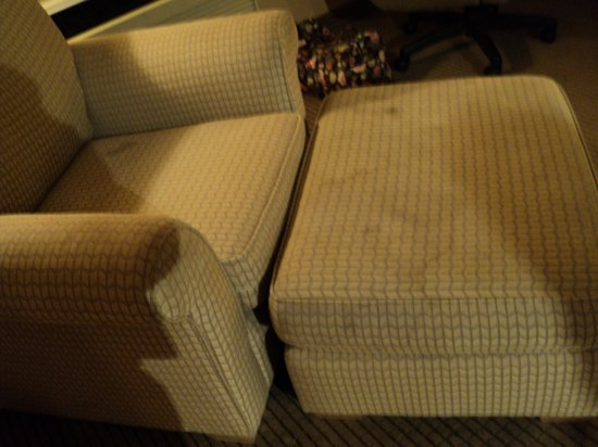Gateway Hotel Dallas: chair/ Dirty