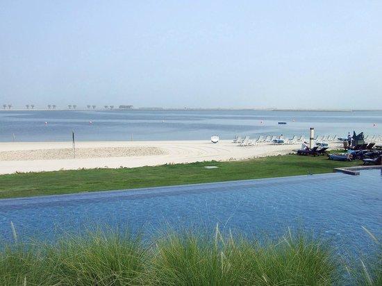 JA Palm Tree Court: pool n beach