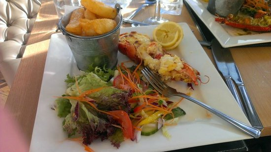 Azur at The Marina Pavilion: Lobster Thermidor, salad and chips