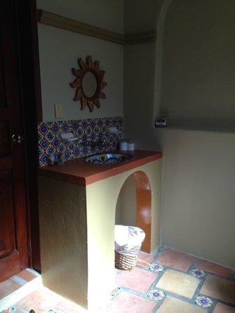 Hotel Cielo: Sink inside Rm 26