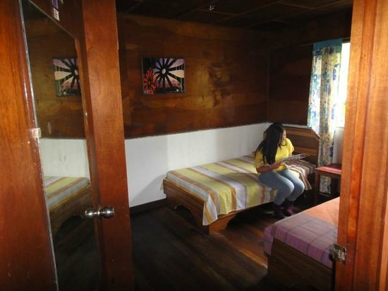 Spanish by the River - Turrialba: Bedroom
