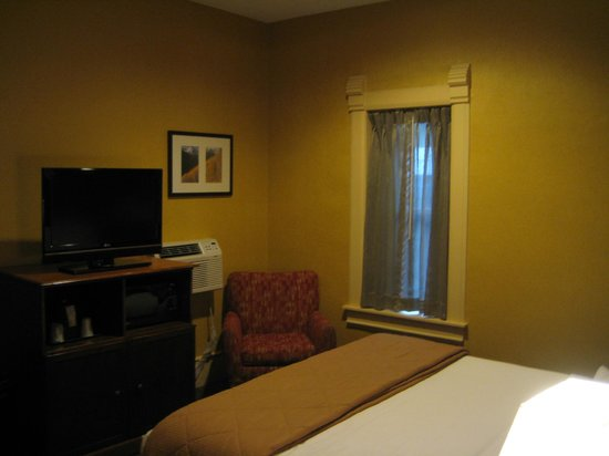 Quality Inn & Suites Boulder Creek: King suite - bed area.