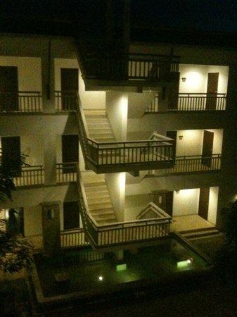 Peace Laguna Resort : Building