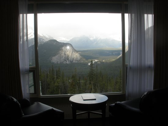 Rimrock Resort Hotel: Nice area to sit in our room