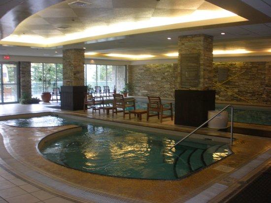 Rimrock Resort Hotel: Pool and jacuzzi