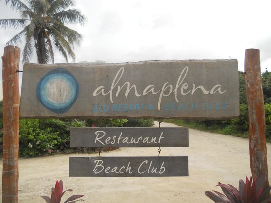 Almaplena Eco Resort & Beach Club: Sign in front of hotel