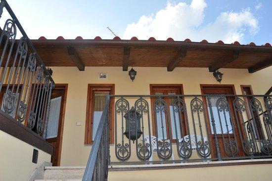 Villa Il Mosaico : l'entrata dell'appartamento - vista dalla rampa di scale