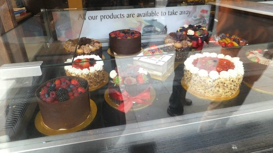 Patisserie Valerie Brunswick Centre: Looked, bought, ate - took some with us!