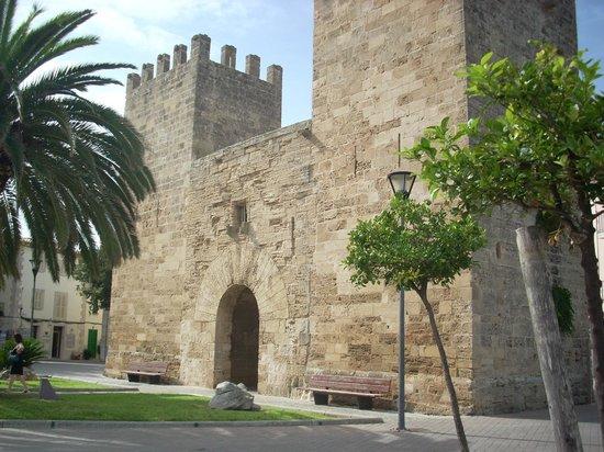 Xara Gate (Portal del Moll)