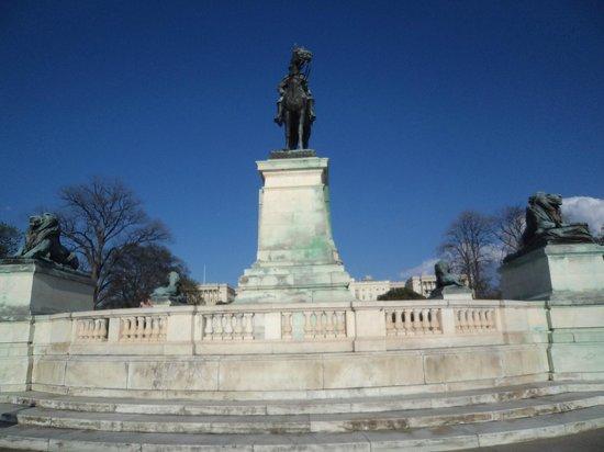 Ulysses S. Grant Memorial: Grant's statue front facing.