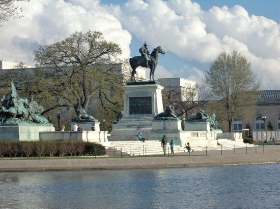 Ulysses S. Grant Memorial: Left side view of the memorial.