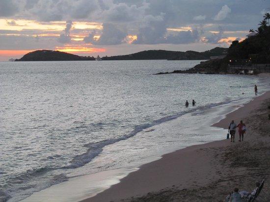 Frenchman's Reef & Morning Star Marriott Beach Resort: Beach at Sunset