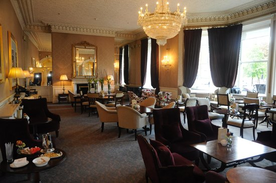 The Shelbourne Dublin, A Renaissance Hotel: Tea room at the Shelbourne.