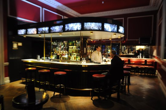 The Shelbourne Dublin, A Renaissance Hotel: Famous Horseshoe bar at the Shelbourne.