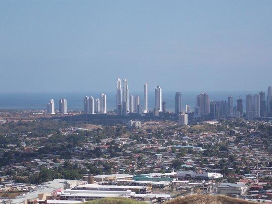 Bahai Temple: Vistas de la ciudad de Panama desde el Templo Bahai
