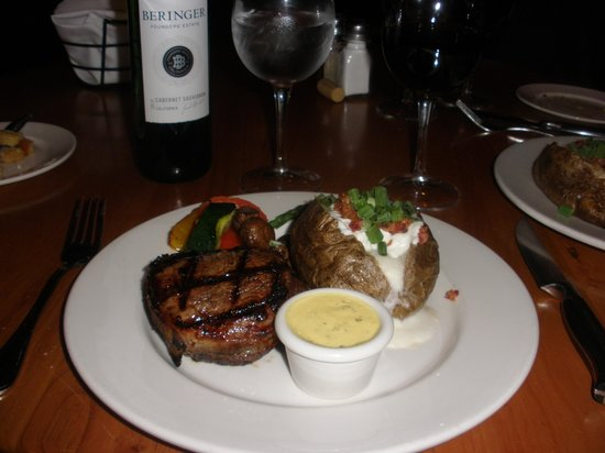The Keg Steakhouse + Bar - Banff Downtown : Filet meal was delicious
