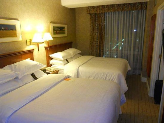Sheraton Suites Calgary Eau Claire : Bedroom part of the suite