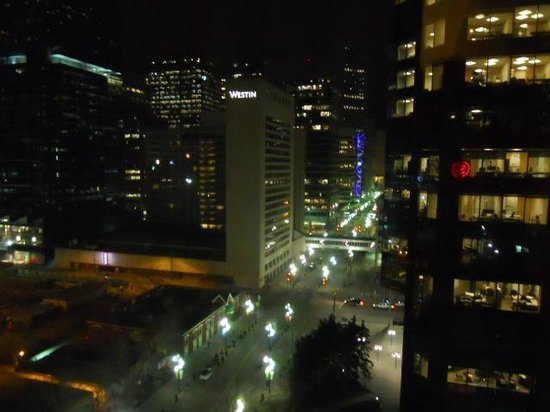 Sheraton Suites Calgary Eau Claire : View from the room towards the more austere Westin