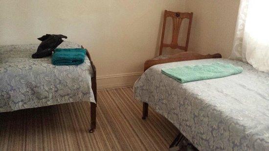 A Settlers Cottage: Rose Cottage - Bedroom