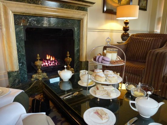 Macdonald Bath Spa Hotel: Afternoon tea in front of the fire
