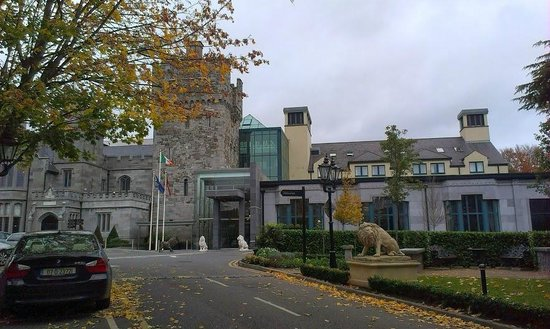 Clontarf Castle Hotel: The fabulous exterior of the hotel