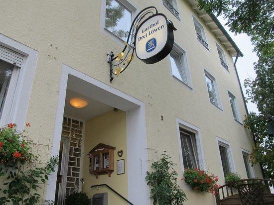 Hotel-Gasthof Drei Loewen: B&B outside