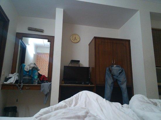 Yuvraj Deluxe Hotel: Room