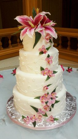 most creative wedding cakes voted best wedding cakes in the great lakes bay region 17559