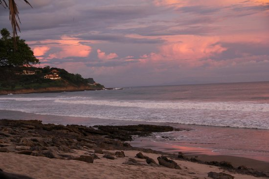 Buena Onda Beach Resort : Beach in front