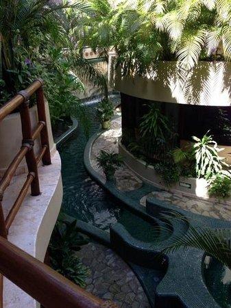Maya Villa Condo Hotel & Beach Club: view of pool from our condo
