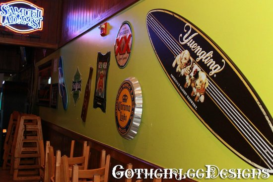 Toucans Ale House: Wall